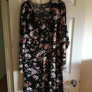 🌸 Plus Size -  Black with Pink & White Flowers